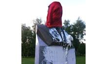 Цапането на паметници е кофти и не печели никоя кауза. Освен интернет истерията