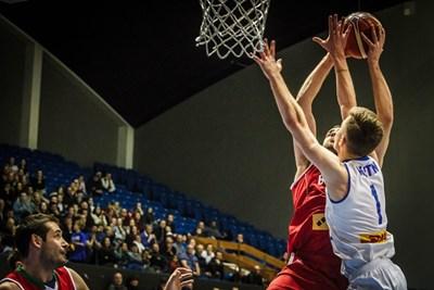 Павел Маринов се е устремил към коша на Исландия на квалификацията в Рейкявик.