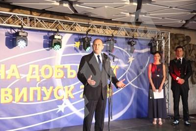 Румен Радев приветства събралите се младежи на абитуриентския бал на випуск 2018 година за младежи в неравностойно положение СНИМКИ: Румяна Тонева СНИМКА: 24 часа