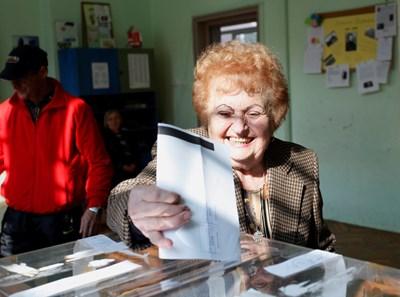 Малко над 42% бе избирателната активност в страната в неделя.  СНИМКА: ЙОРДАН СИМЕОНОВ