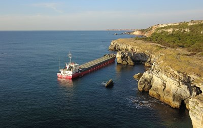 Транспортният министър със заповед за старт на спасителната операция на кораба, заседнал край Яйлата
