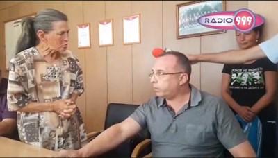 Стопкадър от видео на срещата на министър Порожанов с животновъди