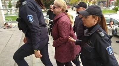 Веселина Гинева в съда през април 2018 г. СНИМКА: Елена Фотева