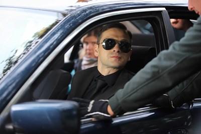 """Александър Сано в колата от филма """"Диви и щастливи"""""""