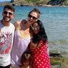 Сашо с приятелката си Ивелина, с бившата си жена Таня и с дъщеря му Кати (от ляво на дясно) заедно на морето