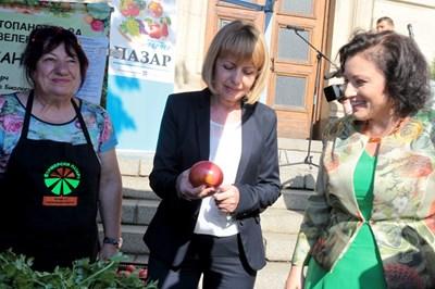 Кметът на София Йорданка Фандъкова и министърът на земеделието и храните Десислава Танева СНИМКИ: Йордан Симеонов