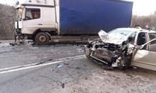 След жесток удар в камион загина жена, баща й оцеля (Обновена)