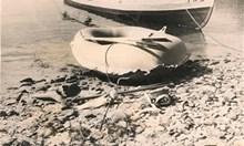 Младоженци бягат от соца с гумена лодка