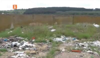 Откритият съмнителен боклук край Червен бряг. Кадър: БНТ