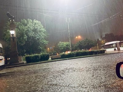 Причината за мощната буря над София - циклон и неустойчива въздушна маса