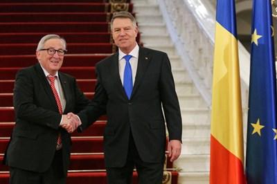 Жан-Клод Юнкер на среща с румънския президент Клаус Йоханис в Букурещ СНИМКА: Ройтерс