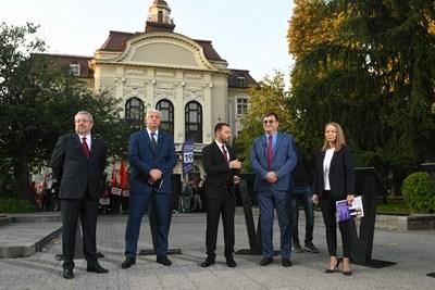 Кандидатите кмет на Пловдив  с водещия Антон Хекимян. Здравко Димитров е вторият от ляво на дясно.