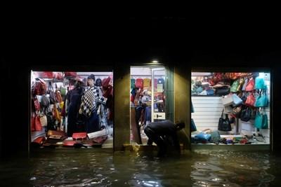 Венеция е наводнена от Високата вода СНИМКА: Ройтерс