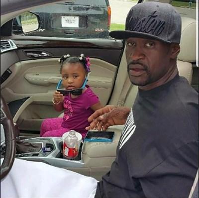 Убитият Джордж Флойд, заради чиято смърт САЩ пламнаха, с 6-годишната си дъщеря Джиана.   СНИМКА: РОЙТЕРС
