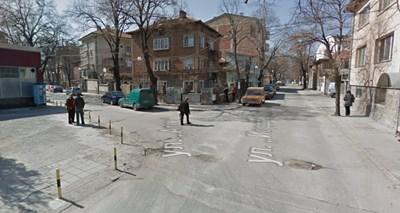 """Инцидентът е станал около 8, 45 ч. на кръстовище между """"Йордан Гавазов"""" и """"Атон"""". СНИМКА: Гугъл стрийт вю"""