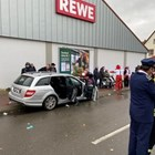Kола се вряза в карнавално шествие в германския град Фолкмарзен СНИМКА: РОЙТЕРС
