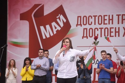 Лидерката Корнелия Нинова говори на митинга за 1 май в Борисовата градина.  СНИМКИ: ВЕЛИСЛАВ НИКОЛОВ