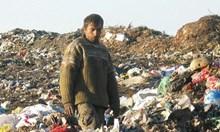 Циганин намира на сметище чували, от които стърчат ръце и крака и капе кръв