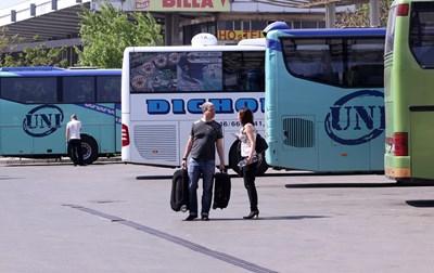 Забраняват на физически лица да имат автобуси и тирове