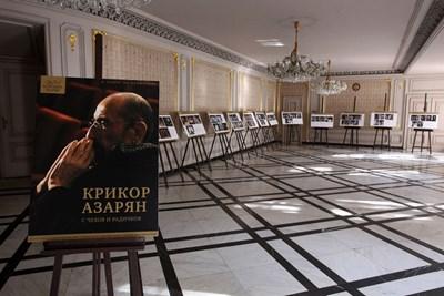 Поглед към изложбата, посветена на Крикор Азарян, в Народния театър. СНИМКА: Божидар Марков