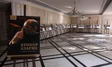 Крикор Азарян, почетен с фотоизложба в Народния театър с култови пиеси