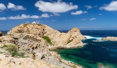 Сардиния е известна с изумруденото си крайбрежие. СНИМКА: PIXABAY