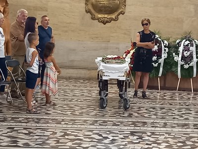Ивана Папазова благодари на всички, които дойдоха да изпратят в последния му път Николай Станчев.