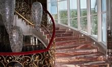 Описват къщата на Баневи заради дълг от 102 000 лв., но не пипат мебелите - ръчна дърворезба от Тайланд