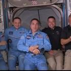 Двамата американски астронавти от НАСА Дъг Хърли и Боб Бенкен влязоха в Международната космическа станция. Кадър: НАСА