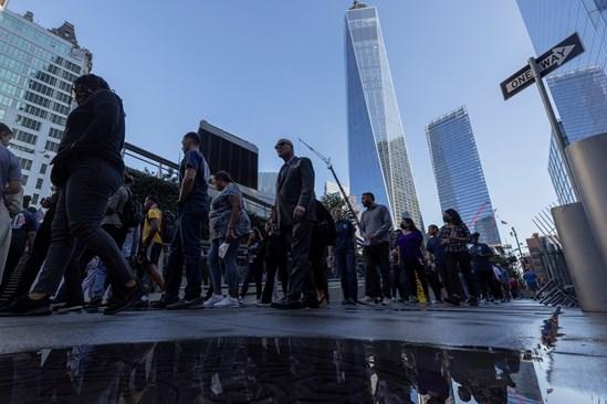 Американци отбелязват годишнината от атентатите в Ню Йорк
