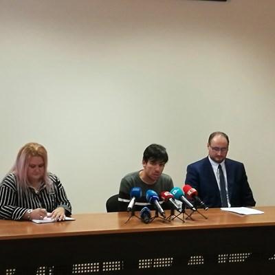 Мария Велева, Борислав Цоков и съдия Александър Ангелов (отляво надясно)