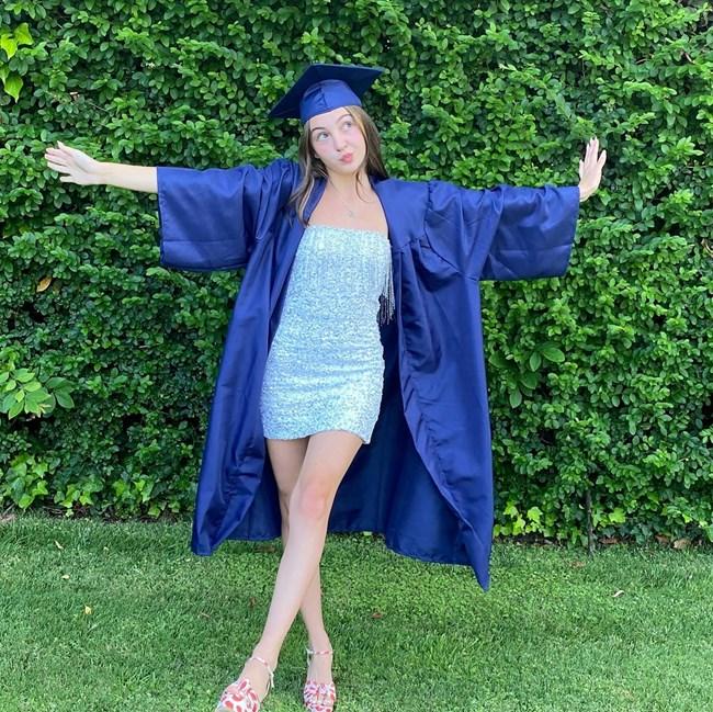 Бриана е щастлива след края на гимназията