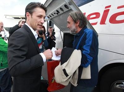 Нико Ковач пред летище София през октомври 2014 г. СНИМКА: Румяна Тонева