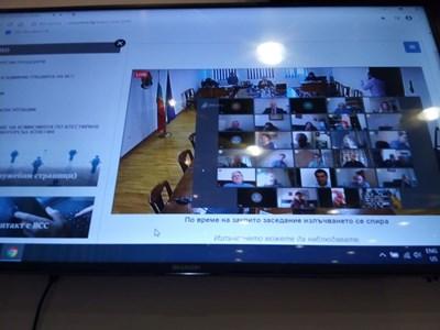 ВСС заседава по видеоконферентна връзка.