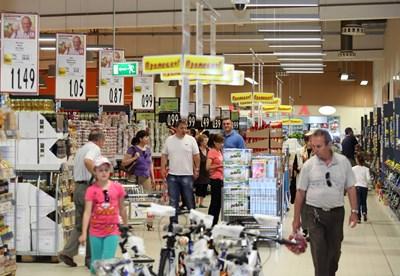 Кризата стопи с 23% клиентите на веригите, но пак ще отварят магазини