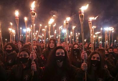 Факелно шествие в Ереванпо случай 106 години от геноцида над арменците СНИМКА: РОЙТЕРС