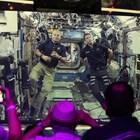 Американският астронавт Марк Ванде Хей (вляво) и френският му колега Тома Песке