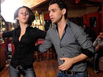Памбос и Мария Агапиу демонстрират салса.  СНИМКА: БУЛФОТО