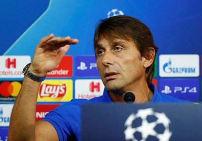 """Треньорът на """"Интер"""" Антонио Конте говори на пресконференция преди сблъсъка с """"Борусия"""". СНИМКА: РОЙТЕРС"""