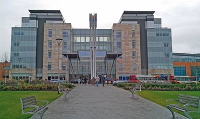 Болницата в Англия, в която работи доктор Йордан Радев.