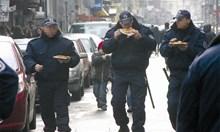 Привилегиите на полицаите и мизерията, в която работят
