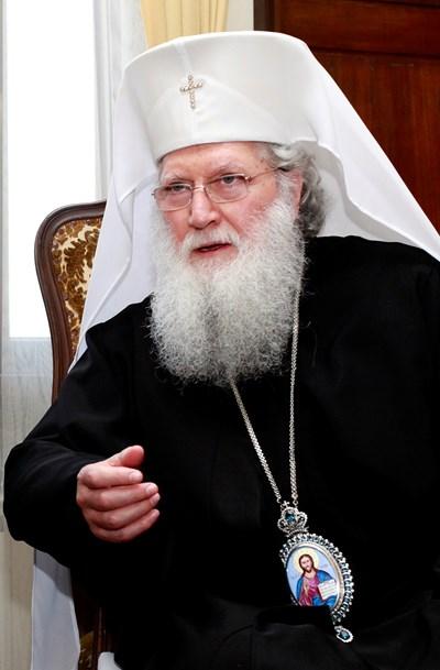 Въпреки призивите патриарх Неофит да стане духовен водач и на християните от Македония, Светият синод на БПЦ засега не е склонен да откликне на молбата. Официално въпросът ще бъде обсъден от владиците идния понеделник.