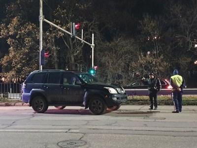 Според шофьора децата минали през процеп и излезли на булеварда при червен светофар за пешеходци. СНИМКА: Кадър: Би Ти Ви