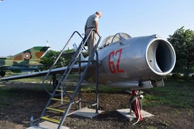 Освен пътнически самолети в авиомузея на летището в Сарафхово са изложени и бойни машини.