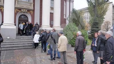 Поклонението пред Павел Васев бе във фоайето на Народния театър.