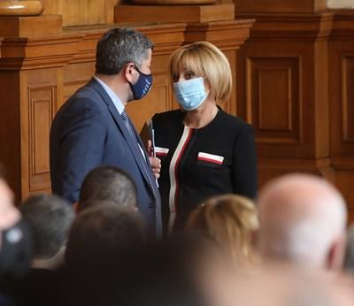 Съпредседателите на ДБ и ИБГНИ Христо Иванов и Мая Манолова разговарят в парламента.