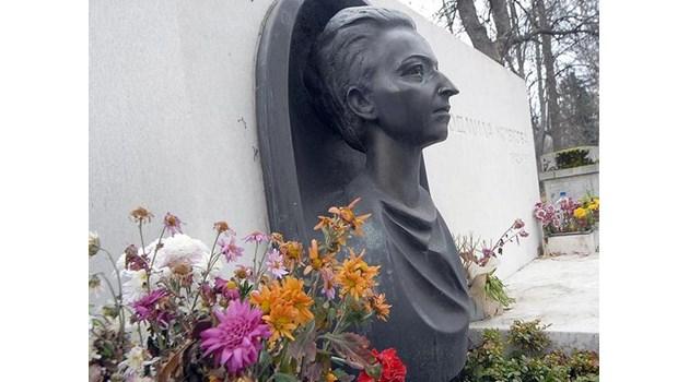 Разстрел заради ваза от гроба на Людмила Живкова