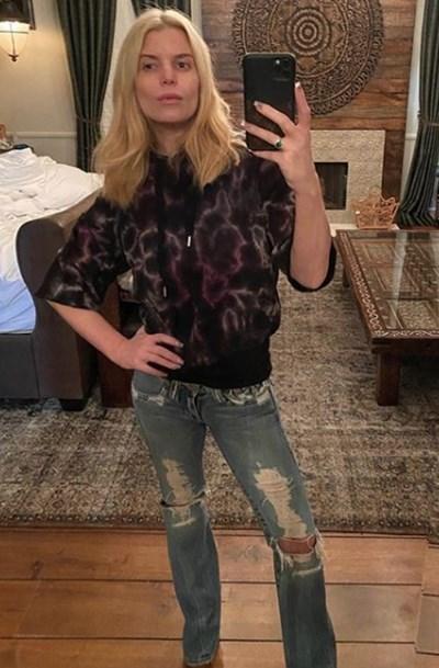 Джесика Симпсън сложи дънки отпреди 14 години на 40-ия си рожден ден (Снимка)