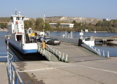 Фериботът при Оряхово спря заради лед по Дунав