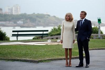 Френският президент Еманюел Макрон заедно със съпругата си Брижит  СНИМКИ: АРХИВ